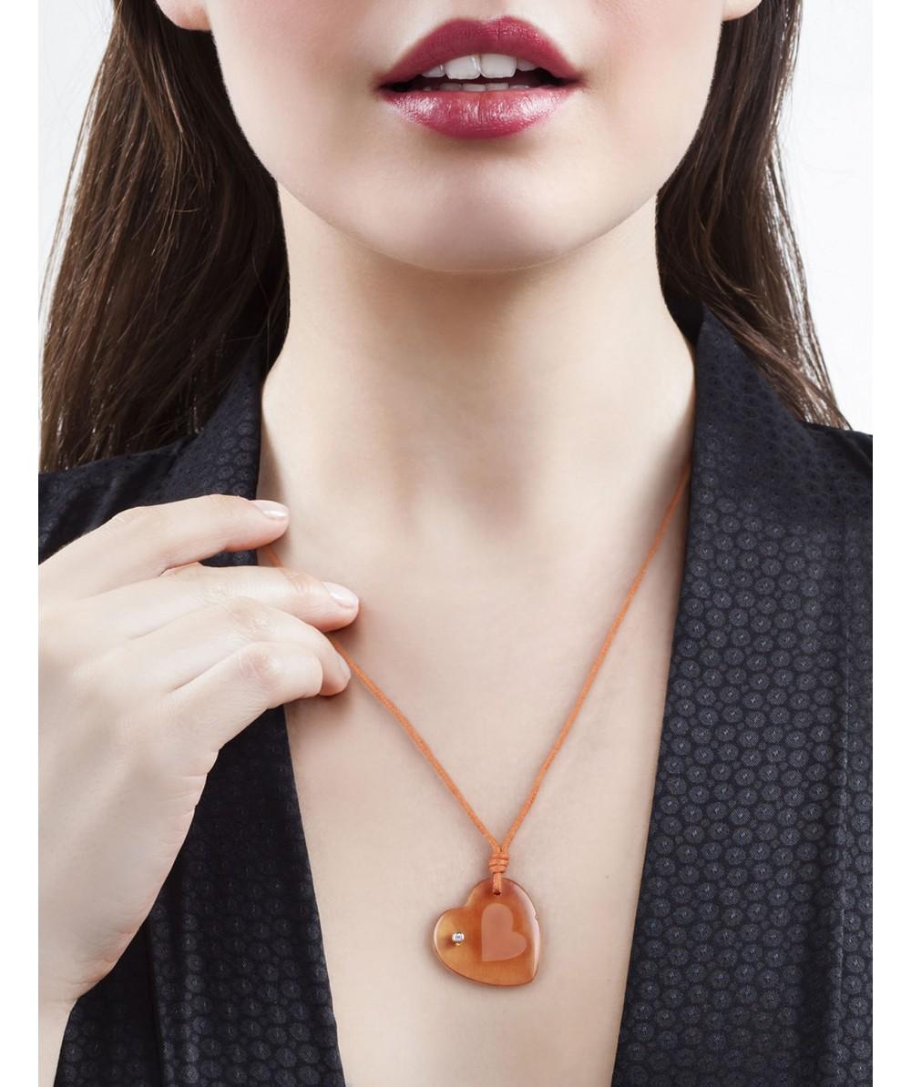 Collar de macrame con colgante corazon de cristal citrino - Regalanda